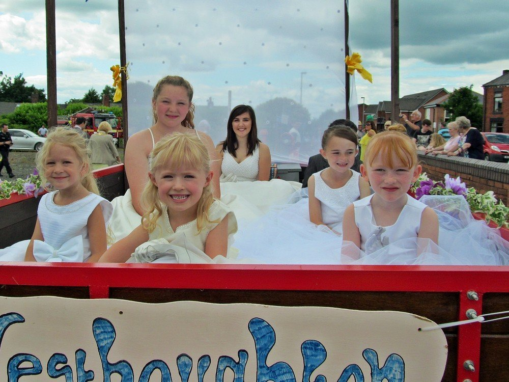 Westhoughton Yarn Bombing Festival 4th / 5th July 2015 - Community Royalty await the procession