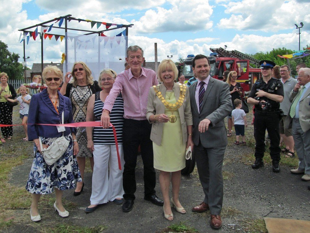 Westhoughton Yarn Bombing Festival 4th / 5th July 2015 - local dignitaries officially open Westhoughton Yarn Bombing Festival 2015