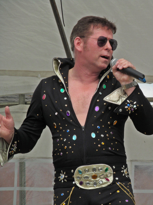 Westhoughton Yarn Bombing Festival 2nd / 3rd July 2016 - An Elvis set from Kelvis at Mill street stage