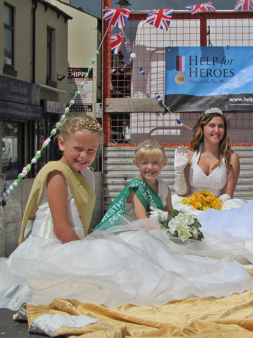 Westhoughton Yarn Bombing Festival 2nd / 3rd July 2016 - Community Royalty procession through Market Street